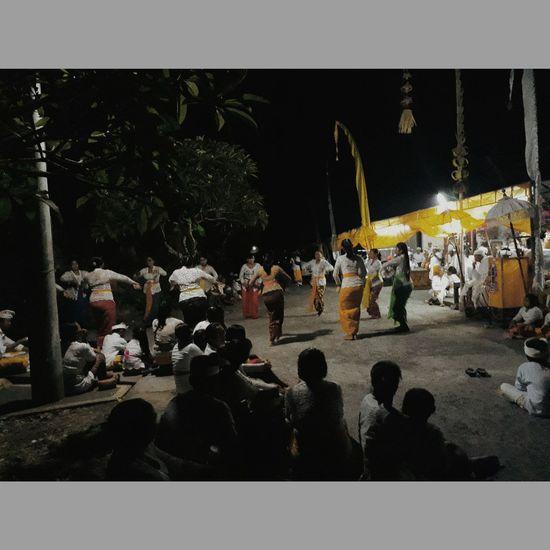 🙏🙏 tumpek landep #Bali #Tari #pure #Nature  #EyeEm #Religion #beautiful Crowd Men Performance Spectator Watching