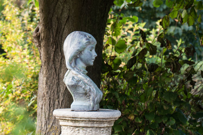 Statue of woman in park