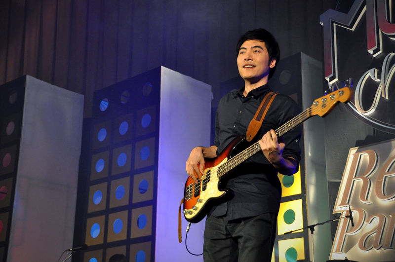 Full length of a man playing guitar