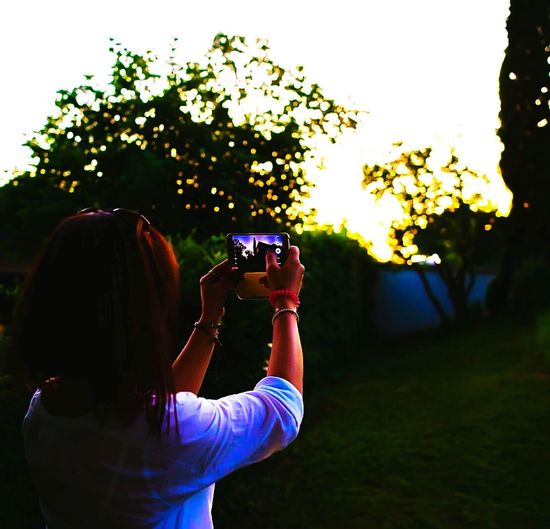 Silhouette Silhoutte Photography Silhouettes Of People Woman Woman Of EyeEm Woman Takes A Picture Sunset In The Garden EyeEm Best Shots EyeEm Nature Lover EyeEm EyeEm Gallery Eyeemphotography OpenEdit Open Edit Picture