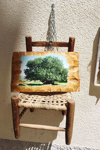 Typical italian country-style chair (miniature) in Scicli 🌿🌳 Scicli, Sicily Outdoors Sicilia Siciliabedda Artigianato Sedia Parete Wall Chair Chair Design Painting Painted Wood Countryside Tree Italy Italian Style