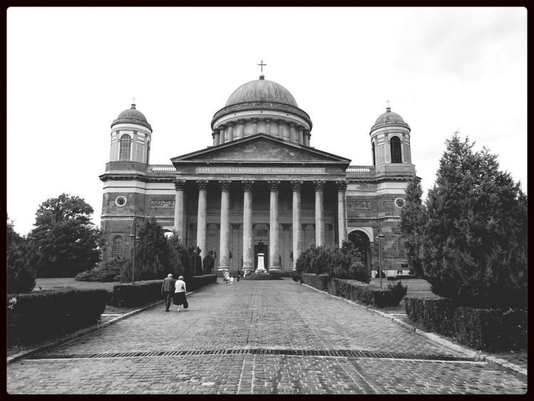 Bazilika, reggel ⛪️ Church History Hungary Travel