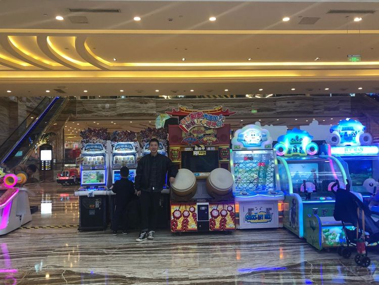 2018-11-07 Retail  Store Night Business Finance And Industry Choice Shopping Illuminated