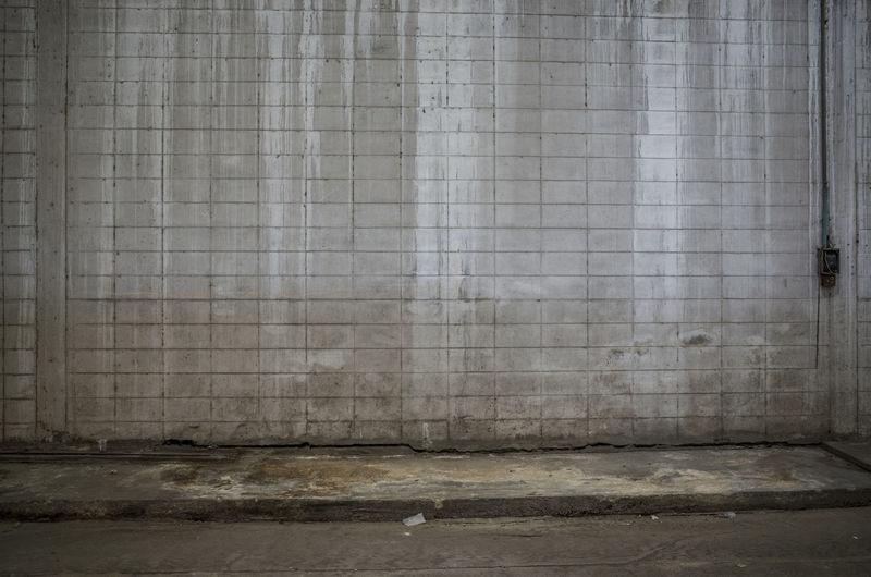 Dirty wall on footpath