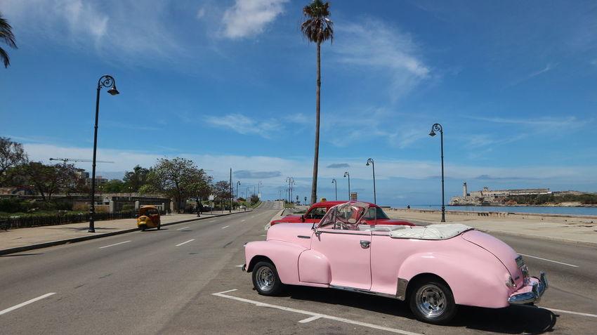 Cars Colonial Style Cuba Habana Habana Cuba  Habana Vieja Havana Havana, Cuba Colonial Cuban Cars Mode Of Transportation Transportation Машины автомобили гавана здания колониальный стиль куба кубинские автомобили кубинские машины старая гавана