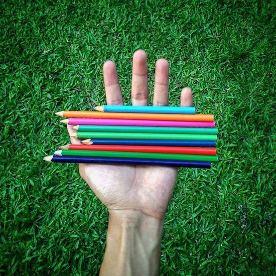 Hidup itu seperti warna, dan kita lah yang menentukan warna dalam hidup kita. Colorplay Whpcolorplay Handsinframe