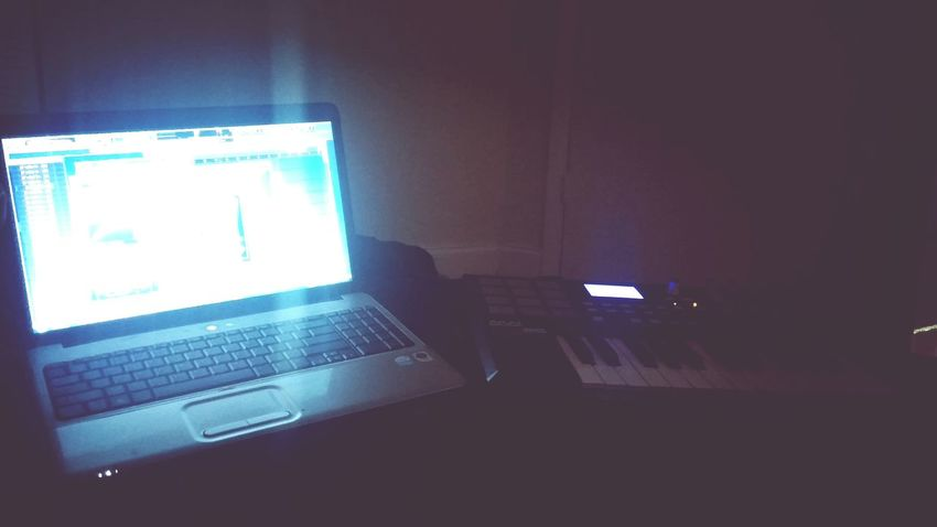 Musicmaker BEATS Mobile Artist Popmusic Too rainy to go anywhere so, ill create at home. Create in peace.