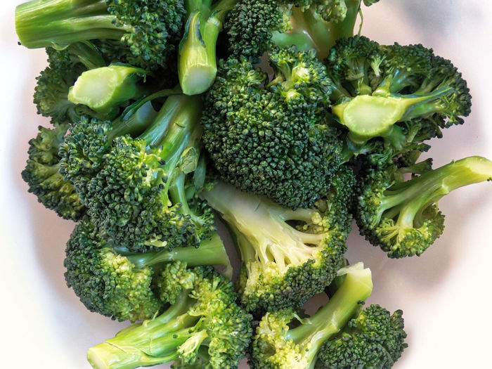 Broccoli on plate. Vegetable Broccoli Food And Drink Healthy Eating Green Food Wellbeing Freshness Green Color Still Life Indoors  Close-up No People High Angle View Directly Above Ready-to-eat Studio Shot Organic Raw Food Plate Vegetarian Food Dieting Snack