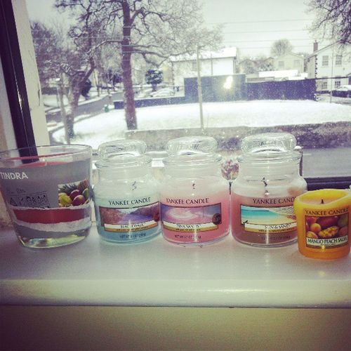 Why Did I Put out all my summer candles iys snowing yankycandles time for the cineman and apple ones to come back out likeforlike instalove instafag