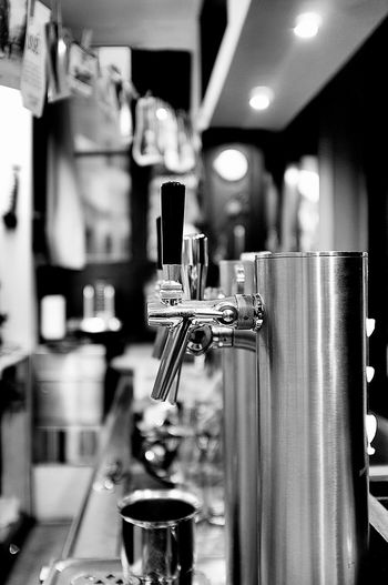 Noir Ambiance Pression Black And White Noir Et Blanc Eyemeshot Entre Ombre Et Lumiere Eyemphotography Matière Lyon France Croix Rousse Beer Night Shades Of Grey Blackandwhite Photography No People Monochrome Photography Textures And Surfaces