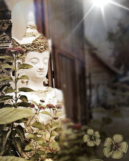HuaweiP9 Huaweiphotography Phonephoto BeFunky Filter Edit Buddhist Temple Buddhist Angel Guardian Angel Statue Wat Chiang Mai Thailand Buddhismus Wächter Engel Erleuchtet Ange Gardien Nirvana Human Representation No People Close-up Day