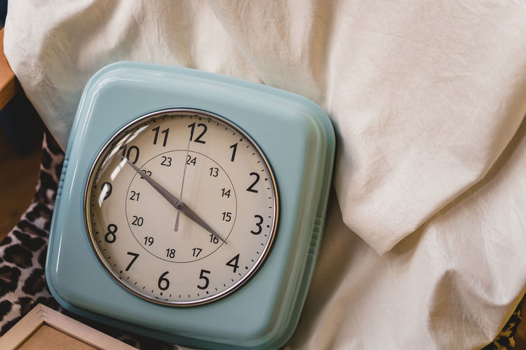 Craft Items Craftsmanship  Vintage Craft Arts And Crafts Time Clock Indoors  Number Close-up Alarm Clock Bed Furniture High Angle View No People Still Life Table Textile Relaxation Instrument Of Time Communication Retro Styled Deadline White Color Tray Personal Accessory