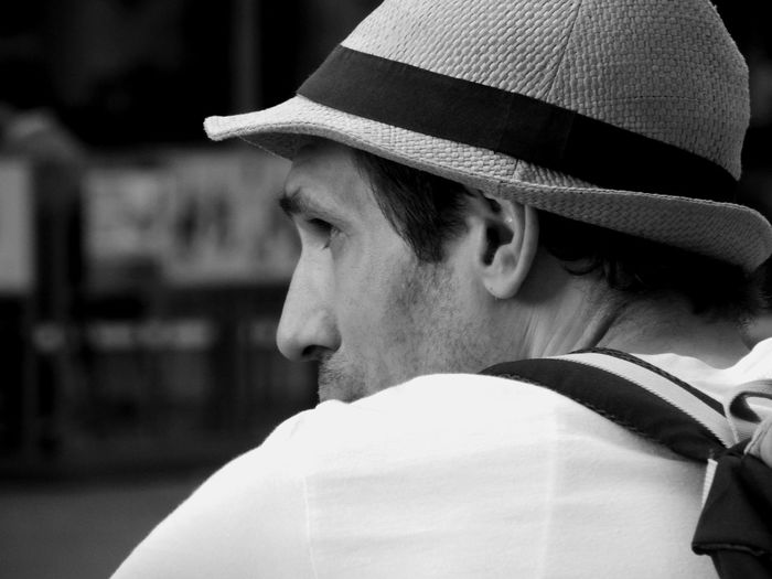 Cover your head...otherwise everyone reaed all your thougths.. Black & White Sreetphotography NEM Street The Street Photographer - 2015 EyeEm Awards Street Life EyeEm Best Shots The Portraitist - 2015 EyeEm Awards EyeEm Gallery Eye4black&white  Monochrome Gangsters Paradise Freelance Life Black And White