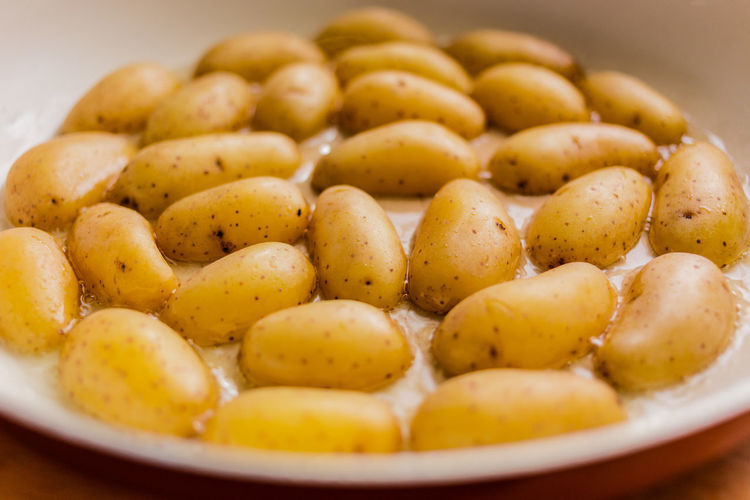 roast some potatoes Blurred Background Browning Close-up Cooking Cooking At Home Depth Of Field Eye4photography  EyeEm Gallery Food Food And Drink Food Photography Foodphotography Freshness Group Of Objects Kartoffeln No People Potatoes Roasted Roasting Stir Fry
