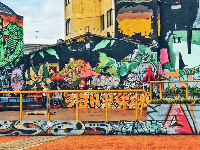 Graffiti Graffiti Art And Craft Wall - Building Feature Creativity Street Art Built Structure Multi Colored No People Day Building Exterior Outdoors