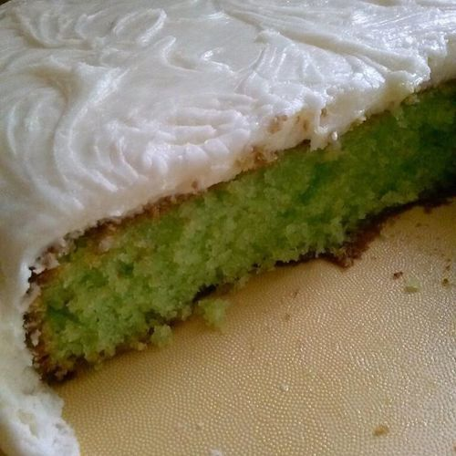 A cake so good that you now give a damn about any of the problems in the world. Keylimecake Lemoncake Lime Lemon cake 7up lemonmix whippedcream yummy tasty bestever yum doubleyum food flavour foodgasm green homemade intenseflavor love nofilter nomnomnom random sweets sugarrush treats