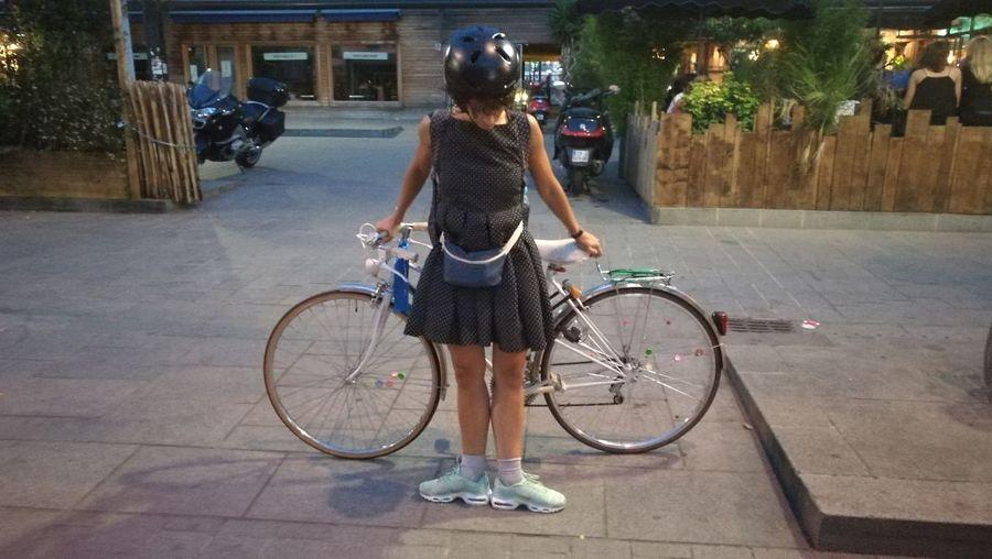 Dance Bycicle Casual Clothing City Life Outdoors Nike✔ Nike Endehors Dress Casque Security Paris Friend ✌ Talent Muse CyclingUnites La Danseuse et son vélo Dorine Aguilar