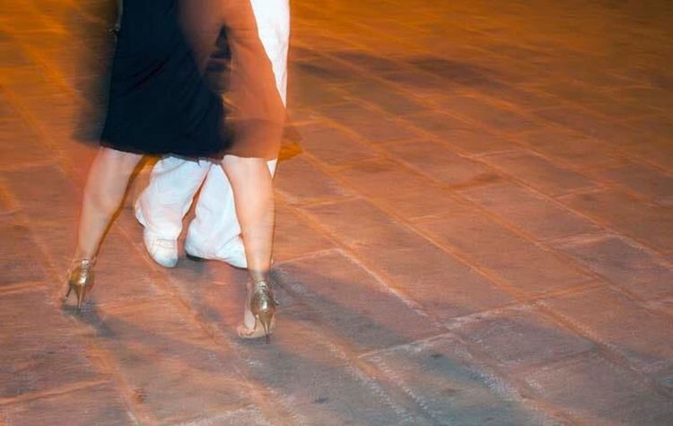 Tango Persone Ballerini Notte Piedi Passi People Dancing Dancer Night Red Up Close Street Photography City At Night The Photojournalist - 2016 EyeEm Awards People And Places.