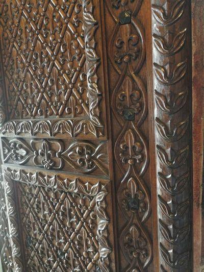 Full Frame Pattern Backgrounds Wood - Material Door Design Close-up Wooden Decorative Art Sculpture Sculpted