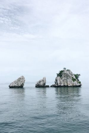 Sea Rock - Object Nature Rock Formation Tranquility Beauty In Nature Water No People Scenics Waterfront Day Outdoors Sky Samui Samui Island Suratthani Hintahinyai Rock In The Sea