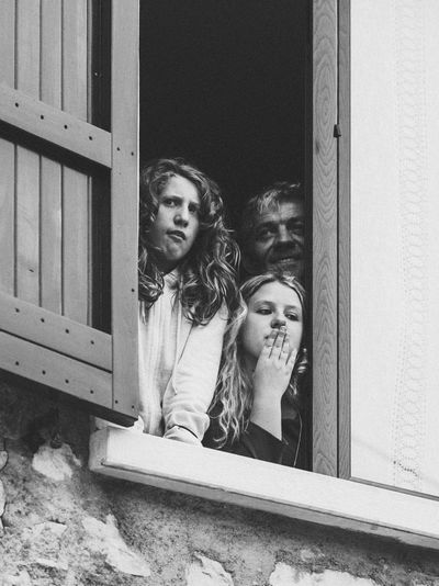 Leisure Activity Lifestyles Real People Family At The Window Witness People EyeEm Masterclass EyeEm Best Shots Blackandwhite Black And White Togetherness Candid Street Photography Streetphotography Black And White Friday
