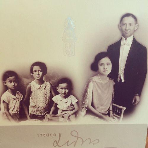 ทรงพระเจริญ Long Live The King @ห้องสมุด | ศูนย์ข้อมูลข่าวสาร สำนักงานโครงการอันเนื่องมาจากพระราชดำริ (สำนักงาน กปร.) We Love King TH