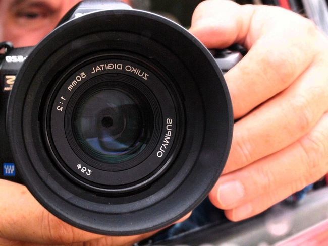 Lens - Eye Human Hand Human Body Part Only Men One Person Camera - Photographic Equipment Black Color One Man Only People Holding Adult Photography Themes Adults Only Close-up Lensculturestreets Lendscapephotography Lens - Optical Instrument Macrolenses Macro Photography