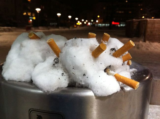 Ashtray  Bokeh Cigarette End Close-up Disgusting  Hedgehog Showing Imperfection Snow Samsung NV7 Maximum Closeness