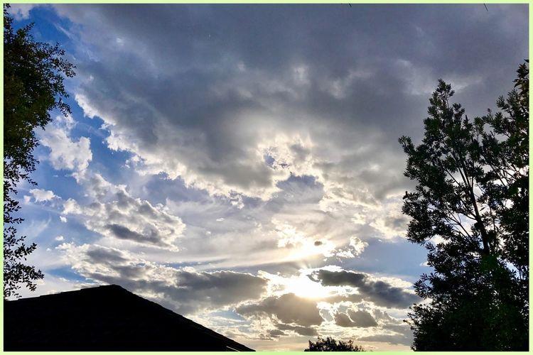 Beautiful sunset tonight from home ☀️🍃💛🍃🌞 Sunset BeautifulSunset Nature Dramaticskies Interestingclouds Home ☀️🍃☀️