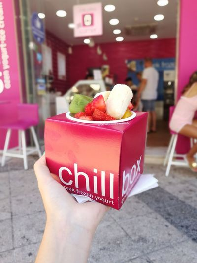 Chillbox Fruits Fruits Lover Fruit Mix Greece Chersonissos Island Crete Greece Crete Strawberry Banana Kiwi Mango Summer Summertime Human Hand Red Fruit Holding Close-up Food And Drink Fruit Salad Dessert Kiwi - Fruit