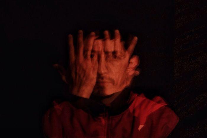 Photography In Motion mis manos y mi cara Portrait Manos Rojo Momento De Ocio Ganjareta Creativity Yo Mero
