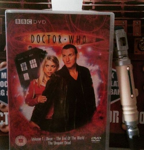 Has it really been 11 years since this?! 9thDoctor 2005 Autons Badwolf Billiepiper Christophereccleston Daleks Doctorwho Drwho Easter Eggsterminate Fantastic ItsNotAPriceWar LotsOfPlanetsHaveANorth Plastic Rosé Rosetyler Sonicscrewdriver