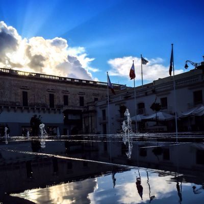St. George's Square and its floor level fountain because #maltaismore NEM Architecture AMPt - Street NEM Street Reflection