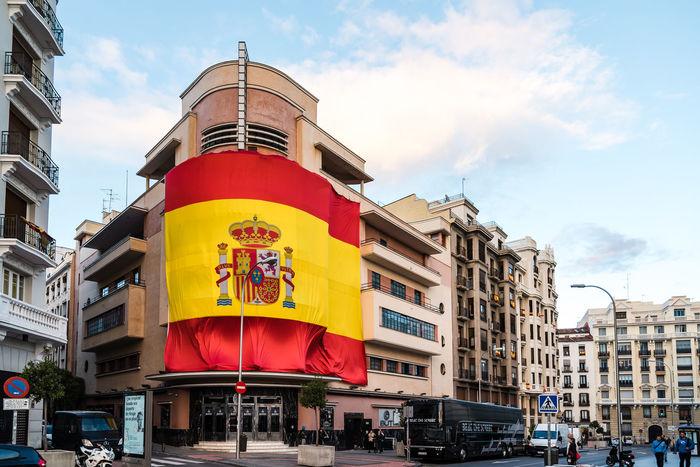 BIG Big Flag Cityscape Madrid Madrid Spain Nationalism Pacha Patriotic Patriotism SPAIN Spanish Architecture Building Exterior City Club Low Angle View Outdoors Pacha🍒 Spanish Flag Street Urban