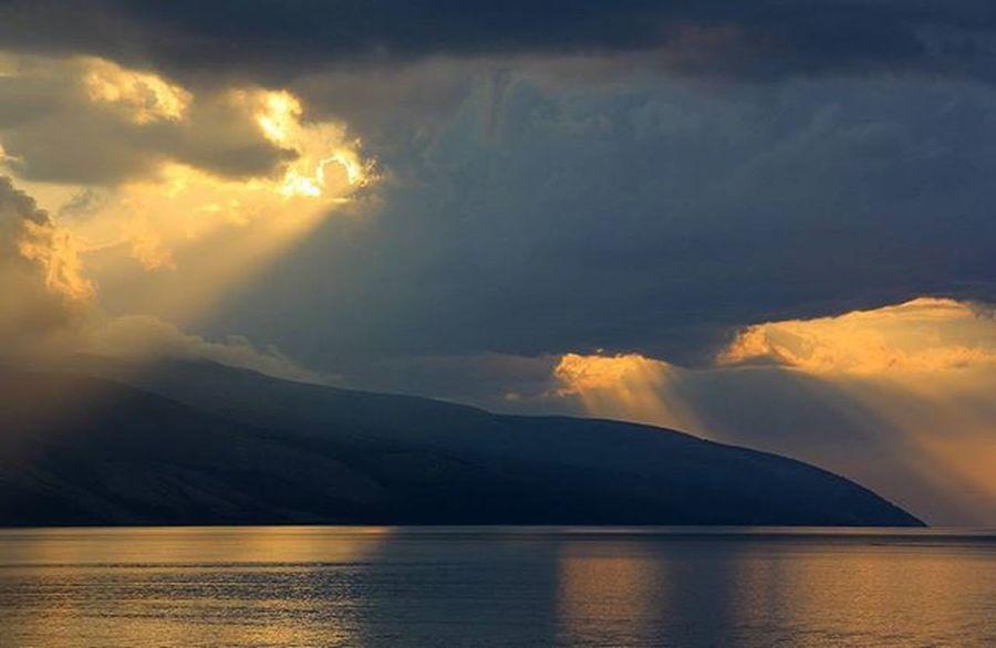 Tramonto Sunset Perendim Detijon Sea Mare Ionio Nuvole Raggidisole Karaburun Vlore Valona Albania Shqiperia Instalbaniaofficial Instalbania