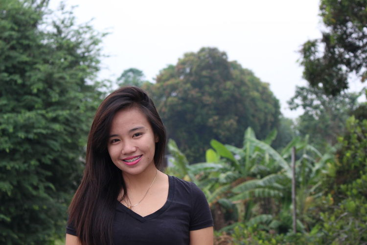 Beauty Blessed  Day Facial Expression Focus On Foreground Front View Green Color Happiness Happy Happy Kiddo :)  Headshot Leisure Activity Lifestyles Long Hair Looking At Camera Morning Nature Park - Man Made Space Person Portrait Smile Smiling Tree Young Adult Young Women