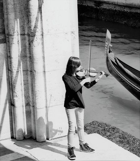 Close ponte dei sospiri (Venice) Gondola Holiday Music The Week On EyeEm Violino Barocco Bridge Canal Cassic Musiist Play Shadow Vivaldi