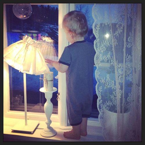 Wille ska ju alltid vara värst han, så han klättrar upp i fönstret han ? Mosterspojk Nervklen
