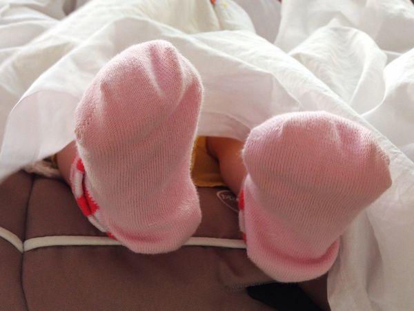 Piedini Bimba Neonato Piedi Femminuccia Calze Rosa Maximum Closeness