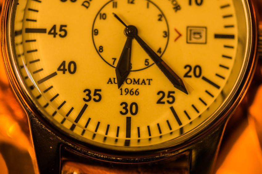 Nikon D7200 Clock Clock Hand Ziffernblatt Time Close-up Still Life StillLifePhotography Still Life Photography Stillleben Instrument Of Time Minute Hand Clock Face Technology Communication Selective Focus Watch Number Hour Hand Retro Styled