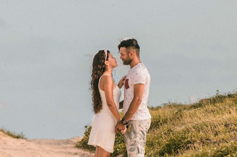 amor, sinceridade, carinho, paixao Couple - Relationship Emotion Grass Heterosexual Couple Land Leisure Activity Love Men Nature Outdoors Positive Emotion Real People Sky Standing Togetherness Two People Women Young Adult Young Men Young Women