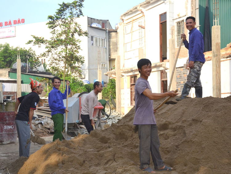 Adult Adults Only Architecture Building Exterior Built Structure Construction Site Day Full Length Hard Work Hard Worker Hard Working Hard Working Man Hard Working Man! Hard Working Team Mature Adult Mature Men Men Outdoors People Real People Standing Teamwork Vietnam Working Young Adult