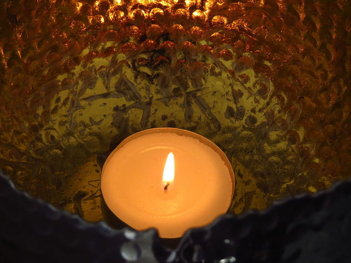 Candle Flame Burning Fire Illuminated Fire - Natural Phenomenon Glowing High Angle View Tea Light Lighting Equipment Candlelight Wax Flame Reflection Shimmer Gold Colored Golden Decoration Lantern Close-up Heat - Temperature Selective Focus Candle Light Vase Wick