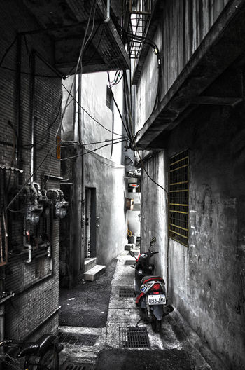 Architecture Building Exterior Built Structure Cycle Day Messy Mode Of Transport Motorcycle Narrow No People Parked Parking Stationary The Way Forward Transportation 尖角 窄巷 夾角 秘徑 Intimacy Alleyway