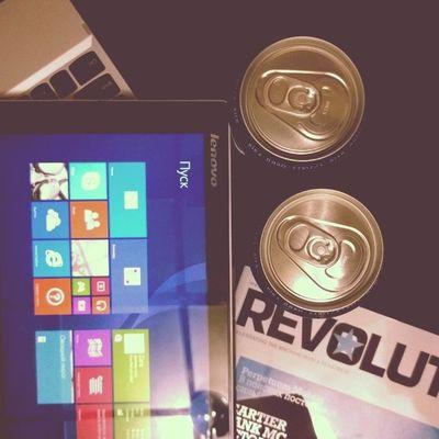 пятница!!! провожу вечер с компанией пива, гибридного гджета 2в1 Lenovo Miix2 на IntelAtom и журнала Revolution. А вы?