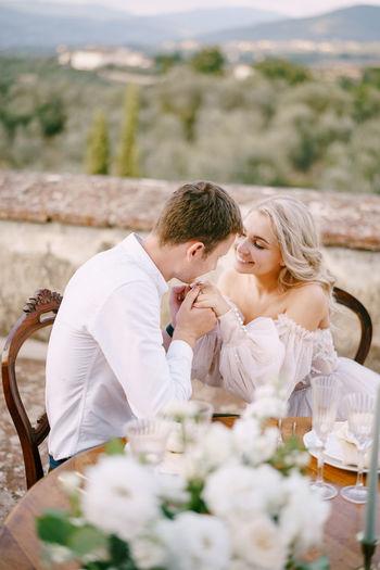 Couple kissing on flower