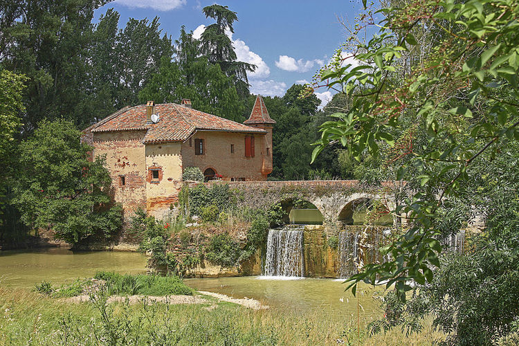 water mill of Theoule Cordes-Tolosannes France Architecture Building Exterior Built Structure Day Green Color Nature No People Outdoors Rural Scene Sky Tarn Et Garonne Tree Water Watermill