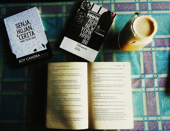Tatkala kau membaca buku dan meminum kopi mungkin kau berharap menjadi orang hebat di dalam buku yang kau baca tapi apakah kau mampu menjadi orang hebat dengan bersandar pada dirimu sendiri?