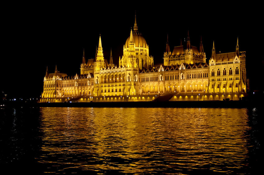 parlamento budapest de noche Budapest Parlamento Húngaro Architecture Building Exterior Built Structure Illuminated Nature Night No People Outdoors Sky Tourism Travel Destinations Water Waterfront