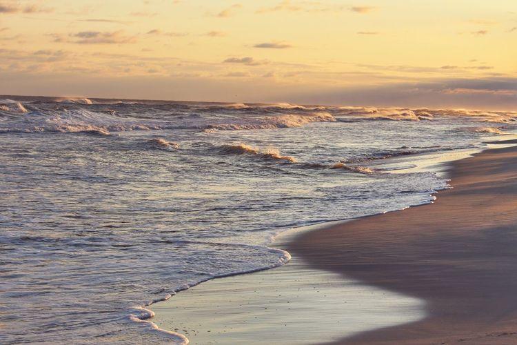 Beach Sea Sunset Sand Vacations Wave Coastline Sun Surf Tourism Travel Destinations Landscape Sunlight Horizon Over Water Tide Travel Outdoors Nature Beauty In Nature Dramatic Sky Dusk Colours Canon Eos Rebel SL1 Gulf Shores Vacations Dusk Lost In The Landscape